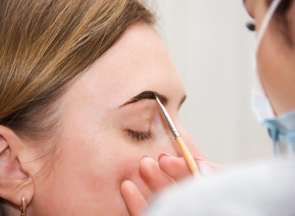 Correction of eyebrow tweezers, eyebrow henna painting, beautifu